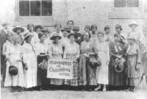 Colored_womens_suffrage_group_191_2